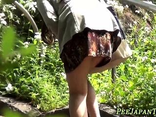 Asian teen slattern urinates